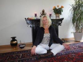 Jana Winter von der Yoga-Ayurveda-Heilpraxis in Dresden
